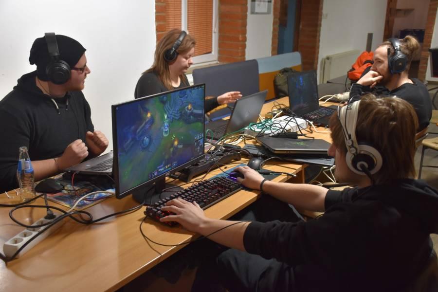 Noč računalniških iger